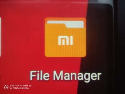 Makro fotografie (displej mobilu Xiaomi Mi 8)