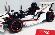 Mobilem ovládaná stavebnice formule - Xiaomi MiTu Racing Car